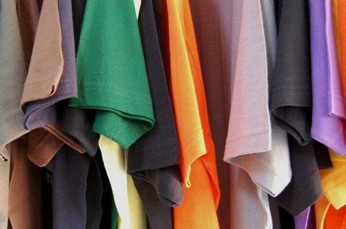 Como fazer almofadas com camisetas recicladas