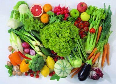 Frutas e legumes para o gazpacho verde