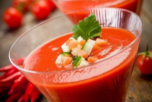 Gaspacho com vegetais e tomate