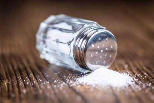É importante limitar o consumo de sal para cuiar das articulações