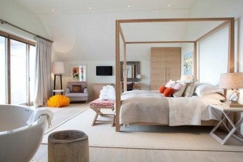 Pés de cama funcionais e decorativos: Banquetas