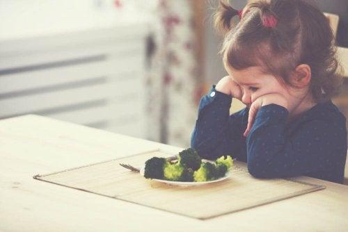 Os adultos são o grande exemplo na neofobia alimentar das crianças
