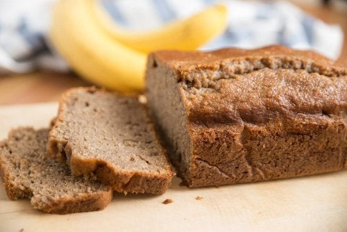 Receita alcalina de pão de banana para se desintoxicar