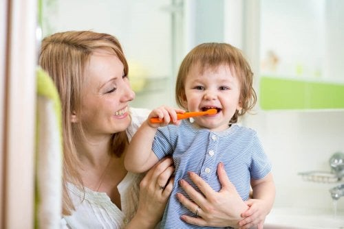 Preparar o bebê antes da primeira visita ao dentista