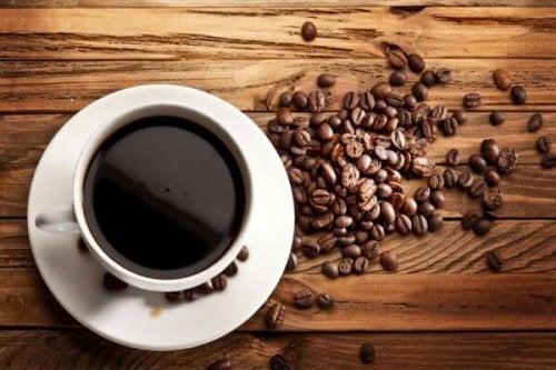 Os prós e contras de tomar café diariamente