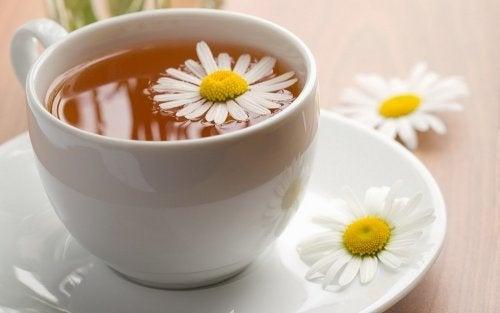 Chá de camomila para aliviar as náuseas