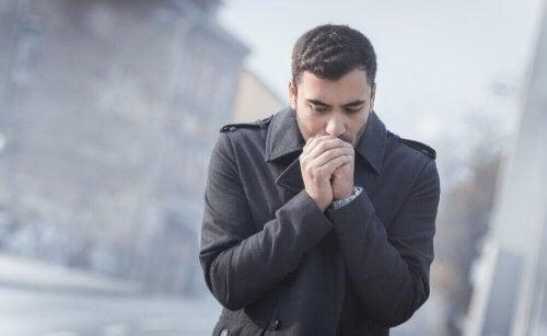 Os melhores remédios naturais para combater o frio