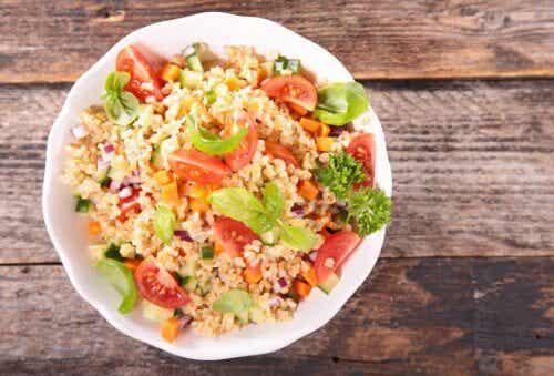 Salada de arroz e guacamole: receita deliciosa!