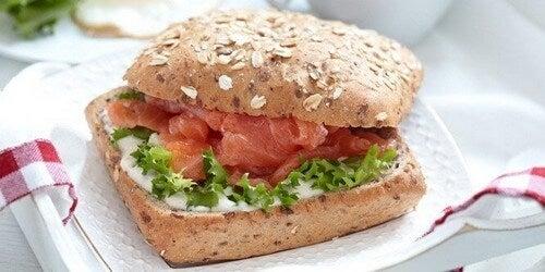 Se você optar por um café da manhã salgado, experimente este delicioso sanduíche