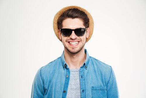 ecac88d1d3e8a 4 dicas para escolher óculos escuros que te protejam - Melhor com saúde