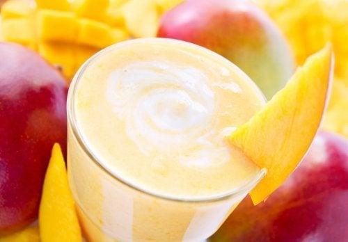 Vitaminas de frutas são ótimos exemplos de receitas alcalinas