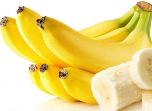 A banana pode ser utilizada para cuidar do seu cabelo seco