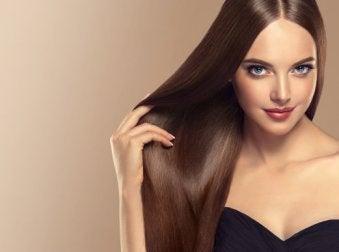 Como manter o cabelo liso e brilhante