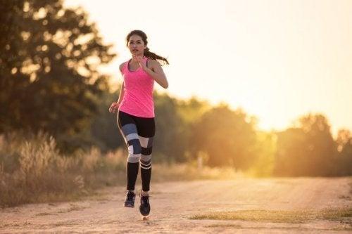Correr ao ar livre é um dos exercícios divertidos e eficazes para se fazer