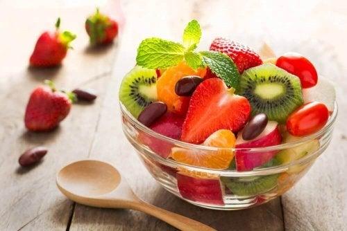 Saladas de frutas com variedade