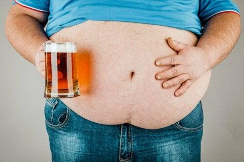 Praticamentetodo mundo associa o consumo de cerveja a um aumento na circunferência abdominal
