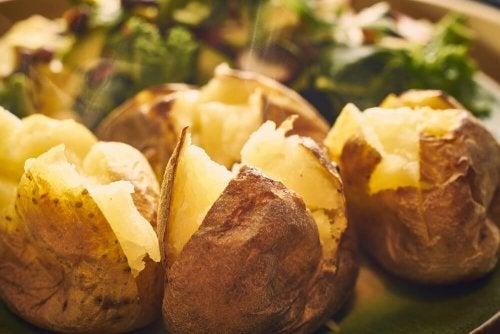 Batatas feitas com métodos de cozimento saudáveis