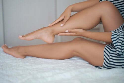 Tratamento com lentilhas, batata e mel para remover os pelos do corpo
