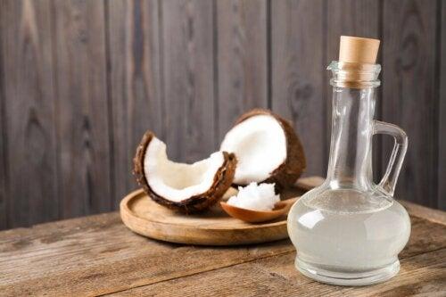 A eficácia do óleo de coco, de acordo com estudos