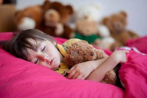 O sono profundo pode ser causa de enurese infantil