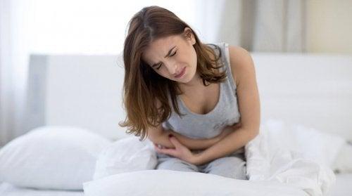O que comer para aliviar a distensão abdominal: alimentos permitidos e proibidos