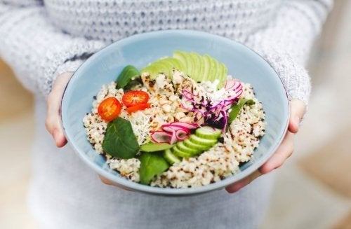 3 saladas de quinoa que você vai gostar de experimentar