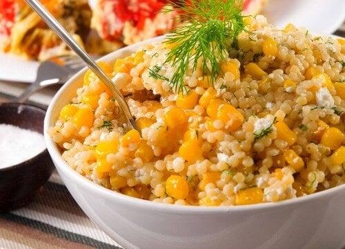 Receita de salada de quinoa com milho e cenoura