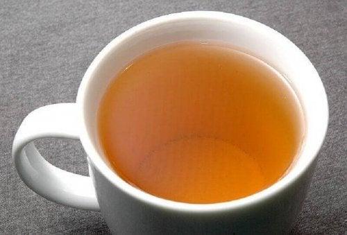 Chá de ervas para reduzir a pressão sanguínea