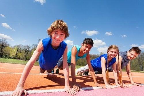 Crianças praticando sporte