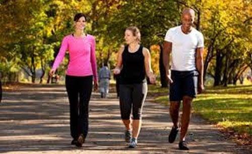 Descubra os 6 benefícios de caminhar todos os dias