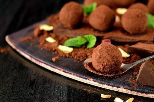 Aprenda a fazer deliciosas trufas de chocolate caseiras