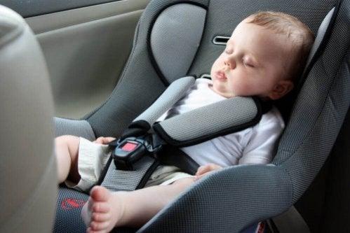 É aconselhável que o bebê adormeça no Bebê Conforto?