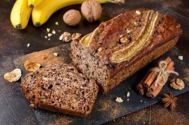 Bolo de banana, mel e canela: não fique sem experimentar