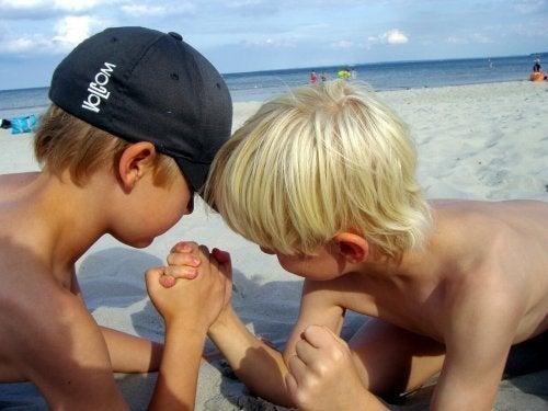 Ir à praia com as crianças envolve pensar em brncadeiras