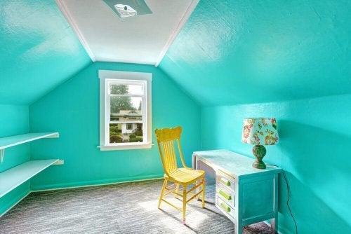 Azul e amarelo para alegrar um quarto
