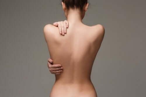 Costas sem acne: dicas para ter uma pele bonita