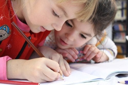 Pequenos traços, grandes benefícios do desenho para as crianças