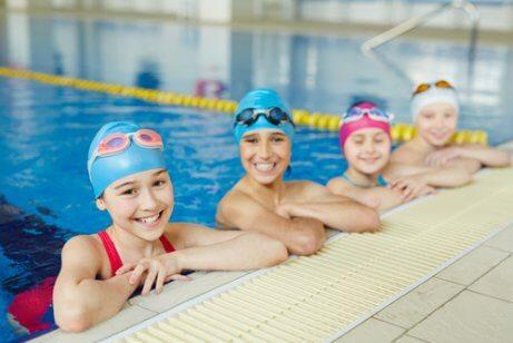 Crinaças na piscina