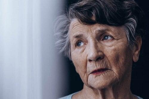 Diferença entre demência senil e Alzheimer