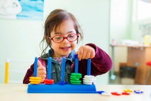 Crianças com síndrom de down são melhor beneficiadas se praticar diferentes atividades estimulantes