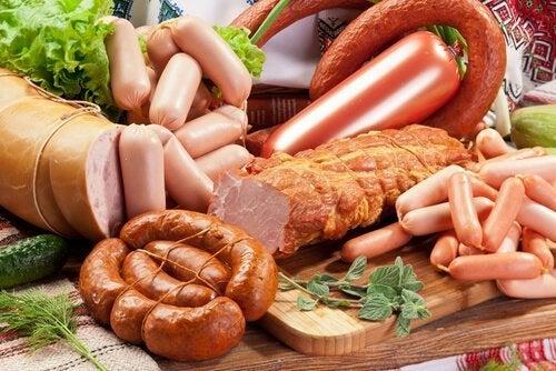 Alimentos que você não deve consumir a todo custo: Carnes embutidas
