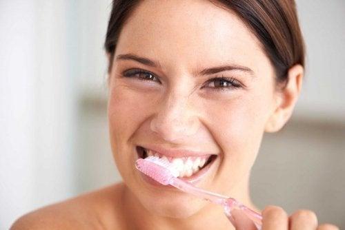 Escovação para o cuidado dos dentes