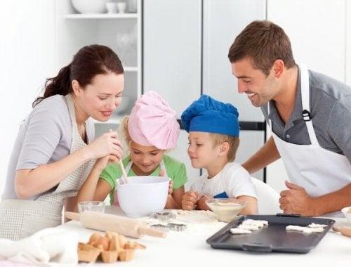 Familia fazendo biscoitos de nata