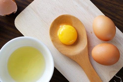 Use várias gemas para fazer fios de ovo