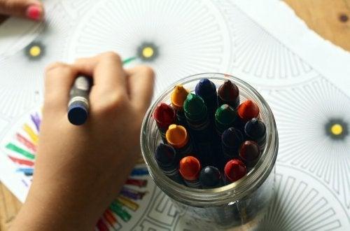 Os benefícios do desenho para as crianças: marca o crescimento