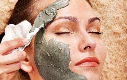 Máscara para cicatrizes à base de argila
