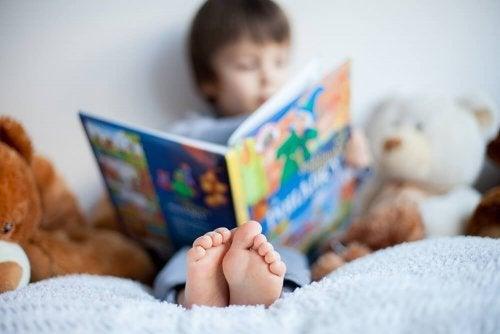 Para despertar o interesse pela leitura na criança: deixe os livros à vista