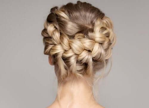 A trança é um penteado fácil e rápido cujo resultado pode ser espetacular