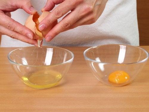 Para fazer fios de ovo, use a gema