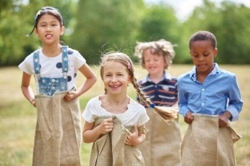 Por que é importante brincar ao ar livre?